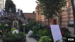 中国官方天主教会的天津圣若瑟主教座堂院内有关响应教宗方济各发起的法蒂玛圣母显现一百周年活动的通知。(2017年资料照)