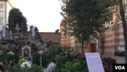 中國官方天主教會的天津聖若瑟主教座堂院內有關響應教宗方濟各發起的法蒂瑪聖母顯現一百週年活動的通知。(2017年)