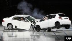 Краш-тест Toyota. Архивное фото.