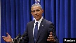바락 오바마 대통령이 30일 백악관에서 민주당 연방의원들에 연설하고 있다.