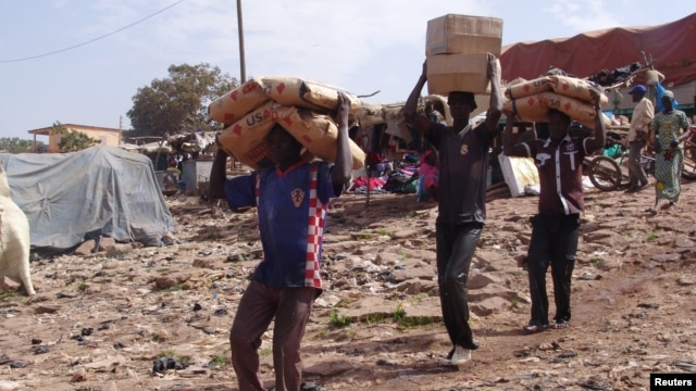 Men carry humanitarian aid in Mopti, Mali, February 4, 2013.