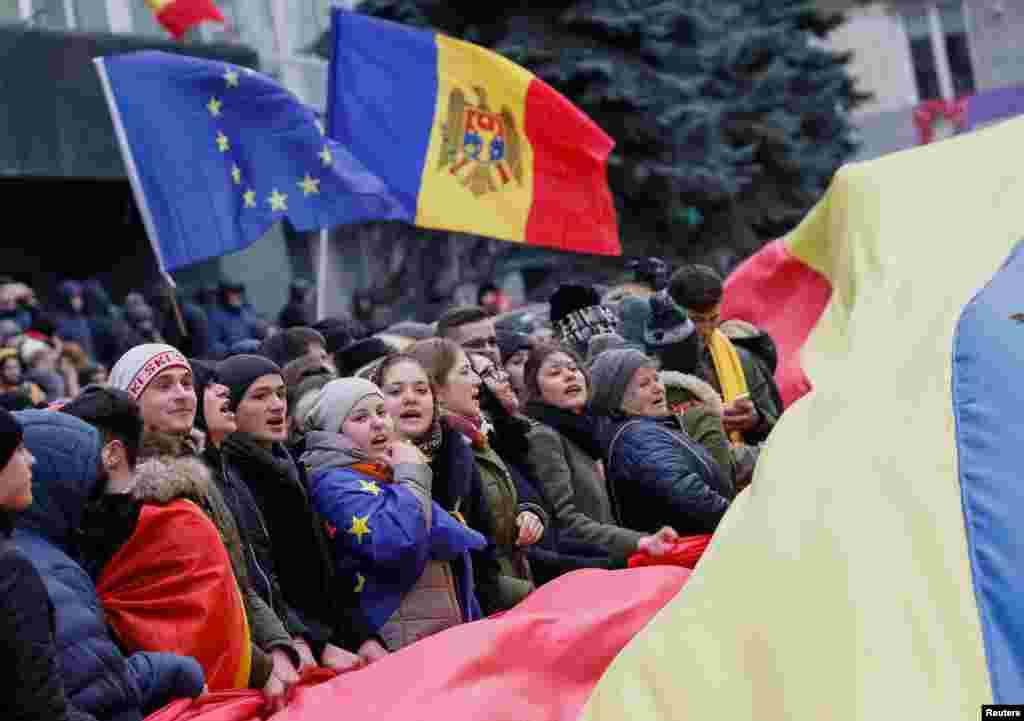 تجمع علیه انتخاب ایگور دودون به مقام رئیس جمهوری مولداوی درپایتخت این کشور.