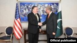 El ministro de Relaciones Exteriores de Pakistán, Qureshi da la bienvenida al secretario de Estado de EE.UU. Mike Pompe.