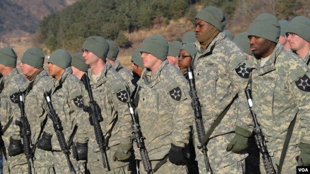 AQSh armiyasining 2-piyoda diviziyasi mashqqa tayyor. Janubiy Koreya. 25-yanvar 2013.