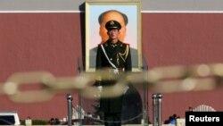 지난 12일 중국 톈안먼광장에서 경계 근무 중인 군인. (자료사진)