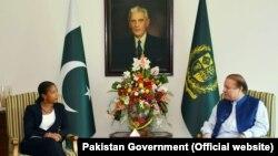 美國國家安全事務顧問蘇珊-賴斯(左)會見巴基斯坦總理謝里夫 (右)
