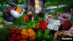 Los jugos verdes son parte de la dieta diaria de muchos estadounidenses que pueden pagar por llevar una alimentación saludable.