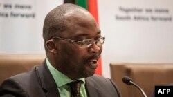 마이클 마수사 남아프리카 법무장관이 지난해 10월 ICC 탈퇴 결정을 발표하고 있다. (자료사진)
