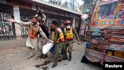 Bomb Kills 8 in Pakistan