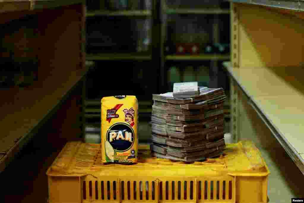 แป้งข้าวโพด 1 กก. = 2,500,000 โบลิวาร์ / $0.38 ดอลลาร์สหรัฐฯ