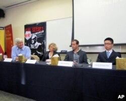 南加州大学讨论绝密舞台剧右起夏文韬、史坦博格、苏珊、柯文