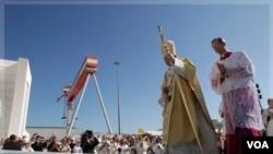 El ingreso a la basílica será libre con un billete gratuito solicitado con anticipación a la Prefectura de la Casa Pontificia.