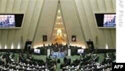 ۱۸ وزير کابينه پيشنهادی محمود احمدی نژاد را مورد تاييد قرار گرفتند