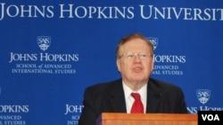 8일 미국 워싱턴의 존스홉킨스대학 국제대학원에서 열린 토론회에서 로버트 킹 미국 북한인권특사가 발언하고 있다.
