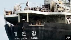 Kapal kargo Korea Utara Chong Chon Gang berlabuh di Pantai Sherman dekat Colon City, Panama.