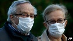 Građani u Srbiji često nose zaštitne maske i na otvorenom