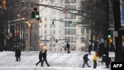 Kar altındaki Atlanta sokakları