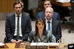 La embajadora de EE.UU. en las Naciones Unidas Nikki Haley habla durante una reunión del Consejo de Seguridad sobre la situación en Palestina, el martes 20 de febrero de 2018 en la sede de las Naciones Unidas.