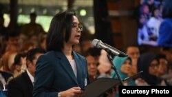 Rektor ITB 2015-2020 Reini Wirahadikusumah membacakan sumpah jabatan di Bandung, Senin, 20 Januari 2020 pagi. (Courtesy: Pemprov Jabar)