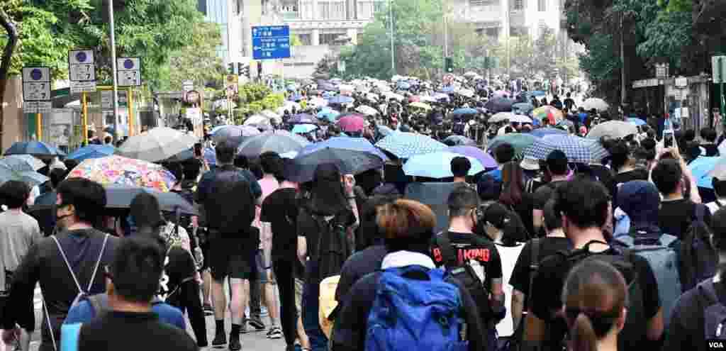 大批市民自發8月10日在大埔上街表達反送中訴求。(美國之音 湯惠芸拍攝)