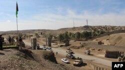 د افغانستان د دفاع وزارت وایي چې د هیلکوپټر د بیړنۍ ناستې له ځای سره نږدې د افغان پوڅ د کوماندو ځواکونو یو کنډک هم پروت دی.