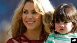 Shakira con su hijo Milan recientemente en Brasil.