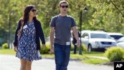 Mark Zuckerberg y Priscilla Chan se conocieron en Harvard, donde ambos realizaban sus estudios universitarios.