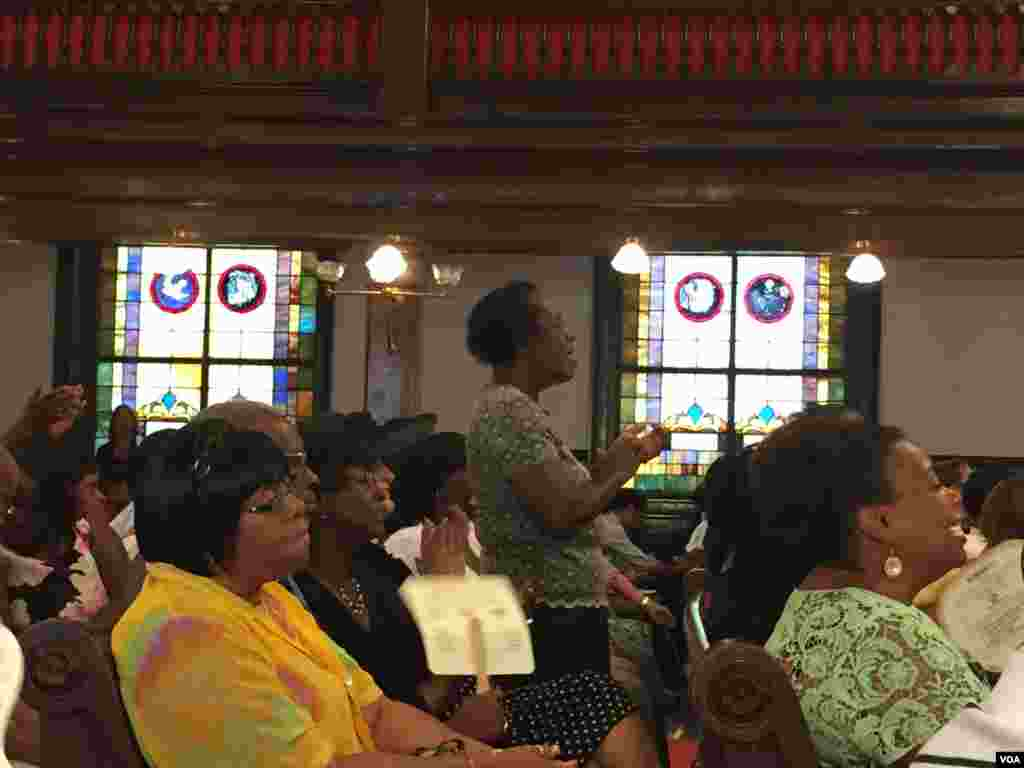 Church members at the Emanuel AME Church, Charleston, South Carolina, June 21, 2015. (Amanda Scott/VOA)