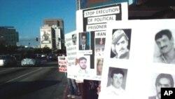 ژمارهیهک له کوردهکانی شـاری لۆس ئهنجلسی کالیفۆرنیا ناڕهزایی توندی خۆیان دهردهبڕن بهرامبهر به لهسێدارهدانی کۆمهڵێـک چالاکوانی کورد له ئێران، یهکشهممه 9 ی پـێـنجی 2010
