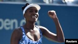 Venus Williams et sa soeur Serena sont qualifiées pour les quarts de finale d'un tournoi du Grand Chelem, une première depuis 2010 (Robert Deutsch-USA TODAY)