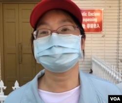 韦华颖告诉美国之音,她不打算再回中国。图为她2020年6月声援王炳章资料照。(美国之音)
