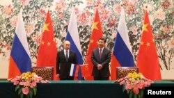 11月9日,俄羅斯普京總統(左)與中國國家領導人習近平(右)在北京舉行了高峰會議。