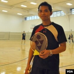 Ainur Rosyid di gelanggang badminton Michigan State University.