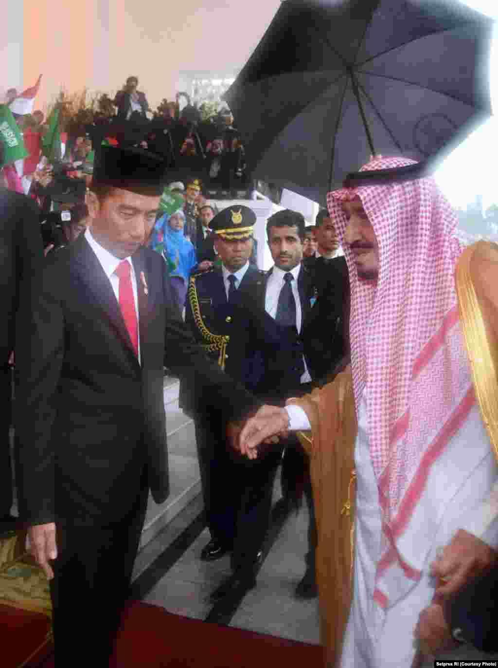 Presiden Jokowi Menyambut Raja Salman di Istana Bogor, 1 Maret 2017 (Foto courtesy : Setpres RI).