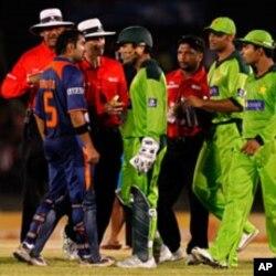 پاک بھارت میچ کے دوران کھلاڑیوں کی تکرار (فائل فوٹو)