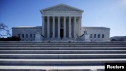 Здание Верховного суда США в Вашингтоне (архивное фото)