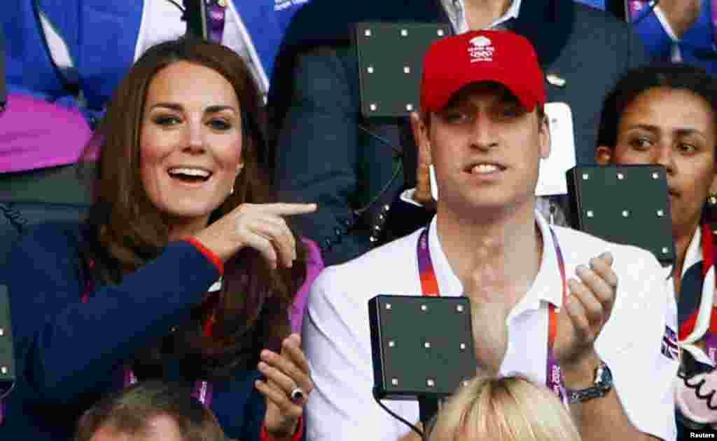 Британский принц Уильям и его супруга Кэтрин на трибуне Олимпийского Стадиона