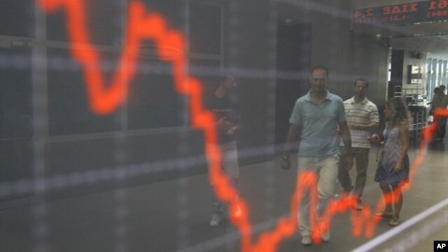 Laporan UNCTAD memperkirakan pertumbuhan ekonomi dunia masih akan tetap di bawah tingkat sebelum krisis untuk beberapa tahun ke depan (foto ilustrasi: bursa saham di Athena, Yunani).