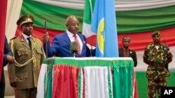 Pierre Nkurunziza prête serment le 20 août 2015. (AP Photo/Gildas Ngingo)