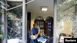 9일 터키 이스탄불의 태국 영사관이 공격을 받은 모습