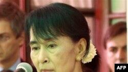 احتياط آمريکا در مورد لغو بيشتر تحريمهای برمه