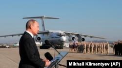 Президент РФ Владимир Путин посещает авиабазу Хмеймим