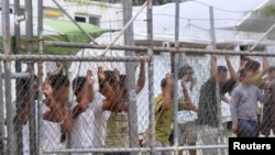 Người xin tị nạn Úc bị từ chối được giam giữ trên đảo Narua.