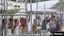 Para pengungsi yang ditempatkan Australia di Kepulauan Nauru (foto: dok).