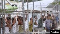 از دو سال پیش مهاجران غیرقانونی به استرالیا در اردوگاههایی در جزیره مانوس نگه داری می شوند.