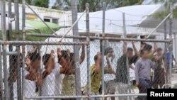 Người tị nạn bị giam giữ ở Papua New Guinea và Nauru