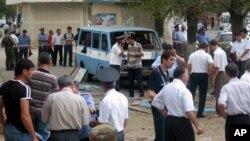 25일 러시아 남부 다게스탄 자치공화국에서 한 여성이 자살폭탄 테러를 가해 적어도 12명이 다쳤다. 사진은 지난 2005년 이 지역에서 발생한 폭탄 테러 현장의 모습.