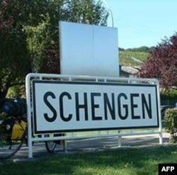 Noqonuniy immigratsiya va iqtisodiy inqiroz - Shengen zonasi uchun sinov