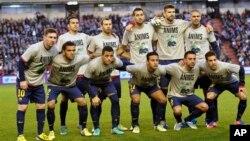 Barcelona terancam tersingkir dalam Liga Champions setelah kalah 2-0 dari AC Milan di stadion San Siro, hari Rabu (foto: dok).