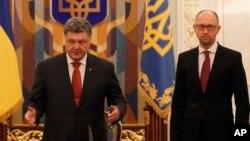 Tổng thống Ukraine Petro Poroshenko và Thủ tướng Ukraine Arseniy Yatsenyuk.